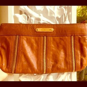 👛Michael Kors Leather Clutch Tan w/ gold Zippers